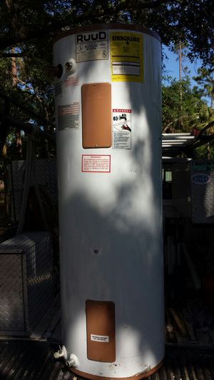 Hot water heater 4 gallon 240 volts for Sale in Lake Wales, FL