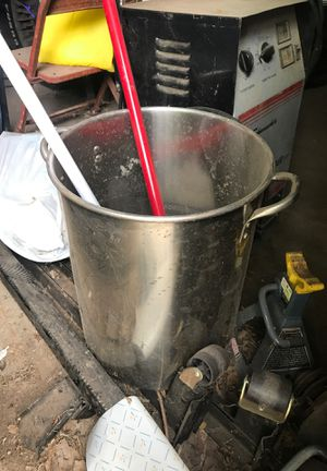 Stainless steal largo cooking or frying pot asking 35 obo for Sale in San Angelo, TX