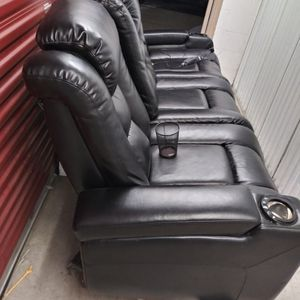 Black Leather Couch for Sale in Elmhurst, IL