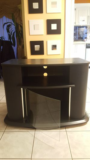 20 to 60 inch TV Stand table in perfect conditions purchased from el Dorado Furniture must go out today for Sale in North Miami Beach, FL