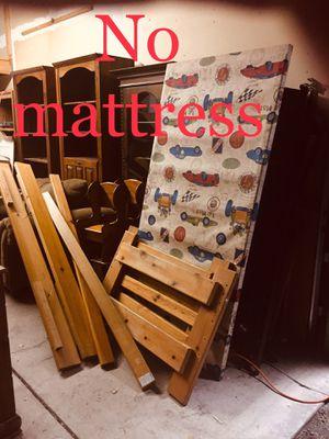 twin bed frames- $130 each-- Marco de cama doble tamaño- $ 130 cada uno. No matresses-sin colchón for Sale in Yakima, WA