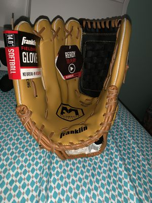 Left-hand Softball glove for Sale in Hialeah, FL