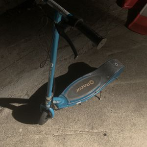 Razor Electric Scooter No Charger And Dead Battery for Sale in San Rafael, CA