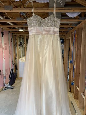 Graduation dress only used once make an offer for Sale in Wichita, KS