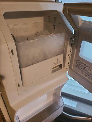 Refrigerator whirlpool for Sale in Azalea Park, FL
