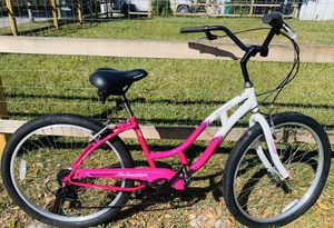 """Ladies Schwinn Southport Cruiser for Someone 5'7""""- 5'11"""" Tall for Sale in Tampa, FL"""