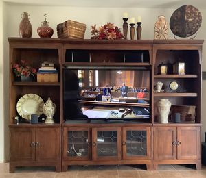 "Entertainment Wall Unit includes 60"" Samsung TV (115"" x 79"" x20"") for Sale in Queen Creek, AZ"