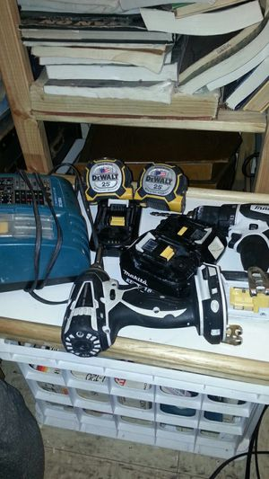 Makita Drills and Measure Tape (GREAT CONDITION) for Sale in New York, NY