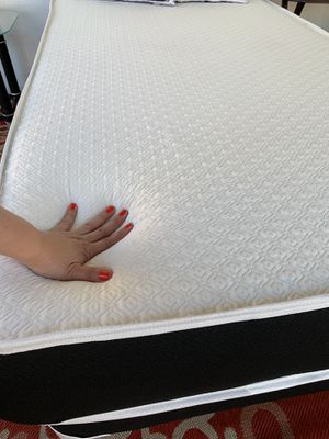 NEW MEMORY FOAM FULL SIDE MATTRESS NEW WITH BOX SPRING for Sale in Miami, FL