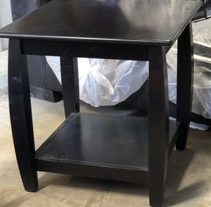 Coffee table and 2 end stands for Sale in Hemet, CA