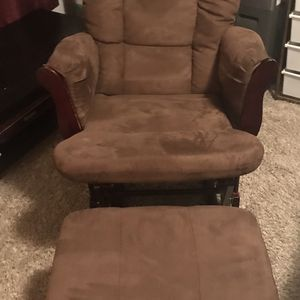Nursery Rocking Chair With Leg. for Sale in Graham, WA