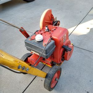 """McLane Edger (9"""") 3.0hp ( commercial use ) ( ready to edge ) for Sale in Garden Grove, CA"""