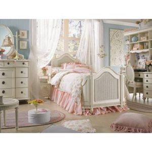 Beautiful Girls Bedroom Set with accessories for Sale in Mukilteo, WA