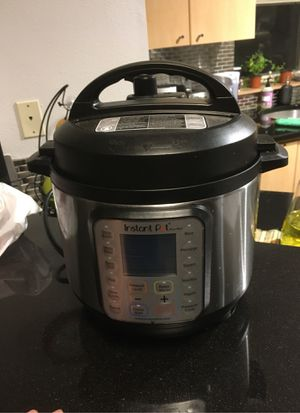 Instant pot. Slow cooker 3qt for Sale in Seattle, WA