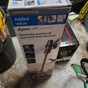 Dyson v11 animal + cordless vacuum for Sale in Chicago, IL