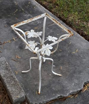 Vintage plant stand or table for Sale in Lakeland, FL