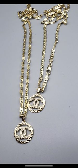 Collar y dije c.h.a.n.e.l oro laminado brasileño $25 cada uno DISPONIBLE EN SYLMAR CALIFORNIA ENVÍO DISPONIBLE for Sale in Sylmar, CA