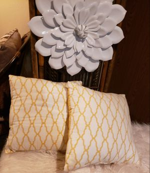 Awesome Set of Accent Pillows for Sale in Arvada, CO