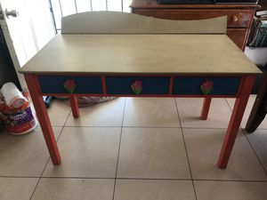 Free Girls Desk with chair and lamp for Sale in San Diego, CA