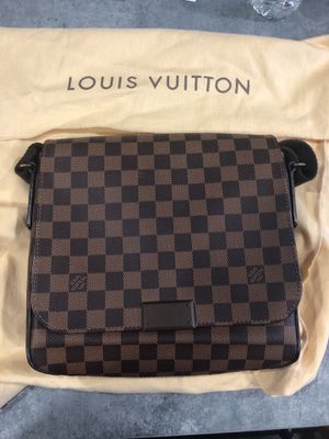 Louis Vuitton Bag for Sale in Brooklyn, OH
