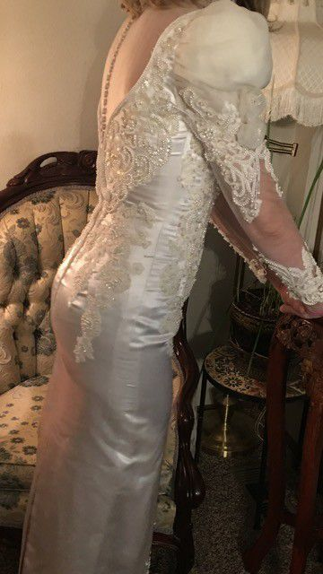 Beautiful wedding gown Size 8