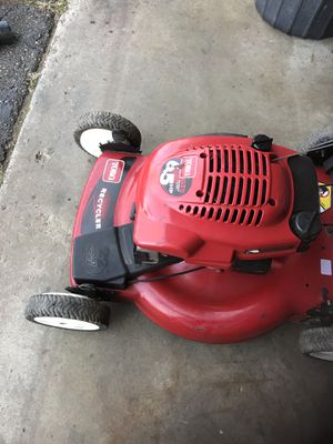 Toro lawn mower works very well clutch activate it self-propelled for Sale in White Lake charter Township, MI