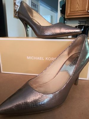 Michael kors pointed toe heels size 7 leather for Sale in Charlotte, NC