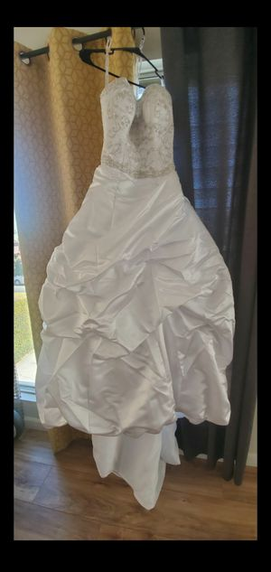 Oleg cassini wedding dress style ct221 size 2 for Sale in Los Angeles, CA