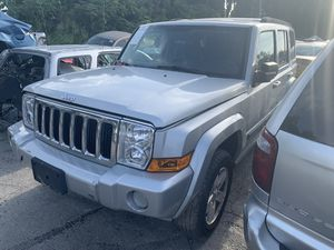 Jeep commander 2007 FOR PARTS! for Sale in Gibsonton, FL