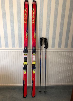 Solomon Equipe 9000 Ladies Skis, Bindings, and Poles for Sale in Medford Lakes, NJ