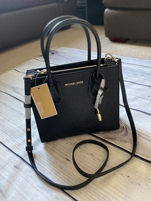 NEW MICHAEL KORS MERCER MESSENGER BAG for Sale in Palmdale, CA
