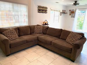 """""""Living spaces furniture"""" sectional. 109""""/95""""/31""""/38"""" for Sale in Los Angeles, CA"""