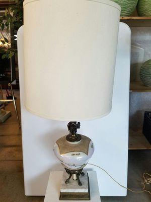 BEAUTIFUL ANTIQUE LAMP for Sale in Atlanta, GA