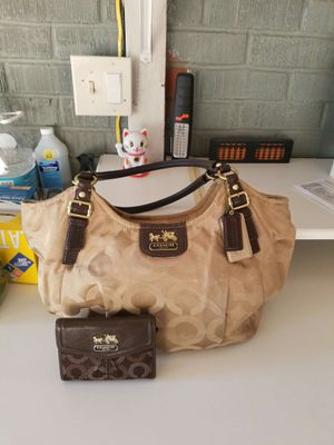Authentic Coach purse and wallet bundle (used) for Sale in Lincoln Acres, CA