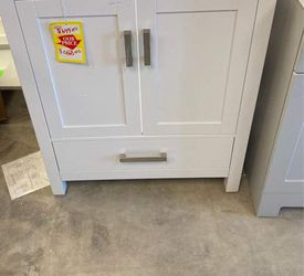 Wyndham Collection Cabinet 7O 9 for Sale in Wells Branch,  TX
