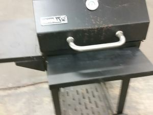 Nice charcoal grill like new for Sale in Alexandria, VA