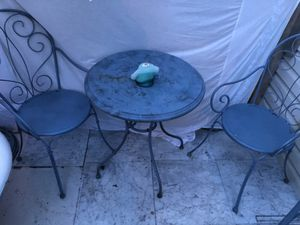 Patio set with a rack and three frogs asking 50cash for all of it for Sale in La Vergne, TN