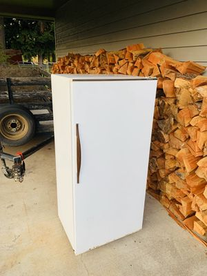 GE refrigerator Working perfectly. — FREE for Sale in Tacoma, WA