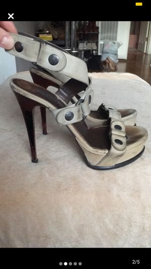 Vera Wang Lavender Strappy Heels for Sale in Los Angeles, CA