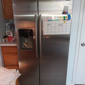 Stainless Steel Samsung Refrigerator for Sale in Columbia, SC