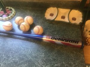 """DeMarino Patriot Little League baseball bat 9.5 ounces, 31"""" inches and 2 1/4"""" diameter. Very good condition with five hard baseballs. All for one pri for Sale in Plainfield, IL"""
