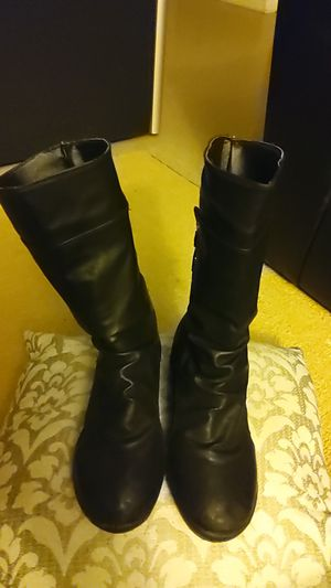 Girls size 7 boots for Sale in Lithonia, GA