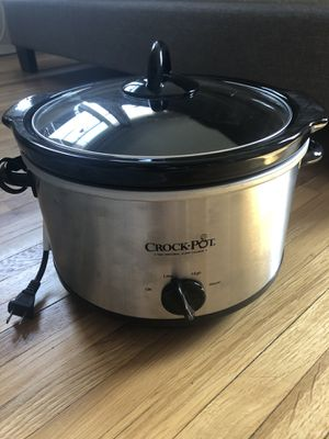 Crock Pot Brand slow cooker 4.5 quarts-like new! for Sale in Minneapolis, MN