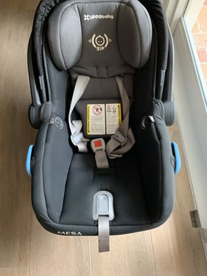 Uppababy mesa car seat and base in black for Sale in Miami, FL