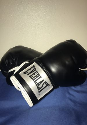 Black boxing gloves for Sale in Tacoma, WA
