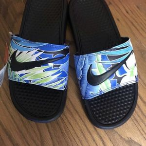 Nike Slides Shoe Women's Size 7 for Sale in Mount Laurel Township, NJ