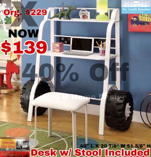 Desk with stool included for Sale in Visalia, CA