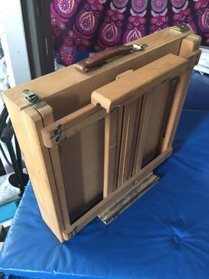 Table Easel sturdy in good condition for Sale in Jersey City, NJ