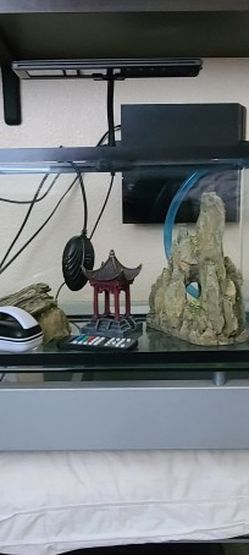 FISH TANK 10 GALLON FISH DECORATIONS FISH TANK HEATER FISH TANK LIGHT for Sale in Stockton,  CA
