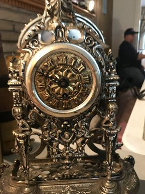 ANTIQUE ITALIAN PROVINCIAL CLOCK! VERY COLLECTIBLE! PRICED TO SELL! for Sale in Queens, NY